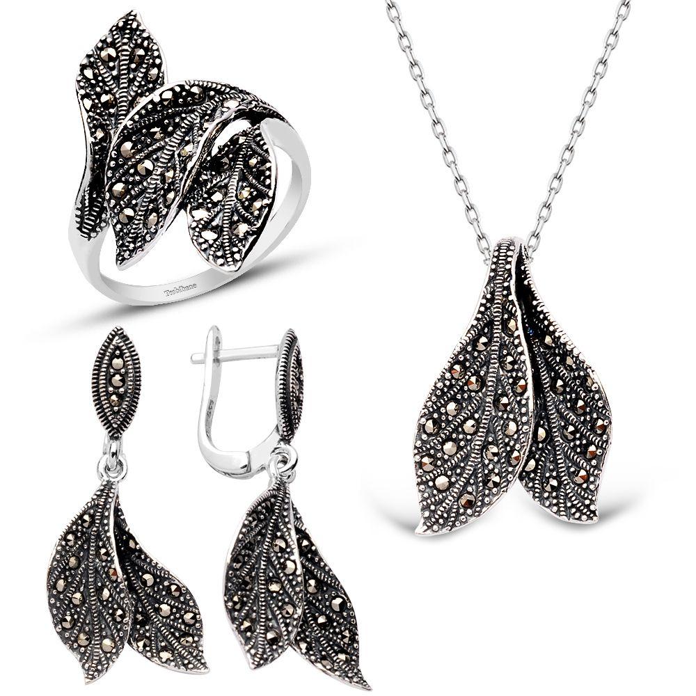 gümüş takı kullanımı, kıyafet üzerine gümüş takı seçimi, gümüş takılar ile uyumlu kıyafetler